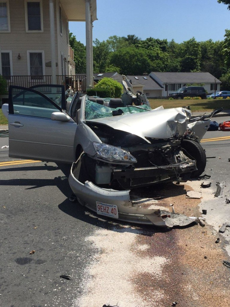 Saugus Police Investigating Essex Street Crash – Photos